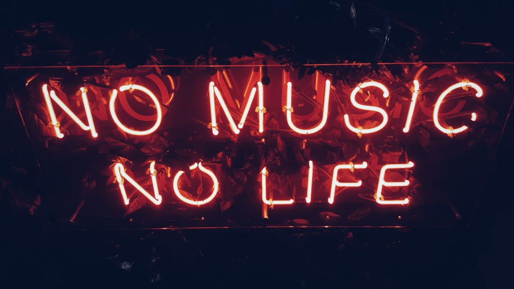 Neon sign that reads: 'no music no life'